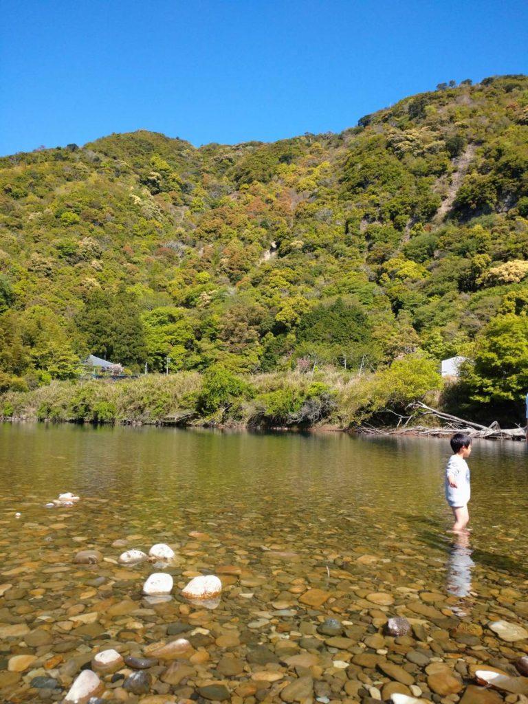 日置川で川遊び